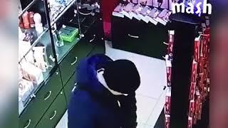 Опробовал игрушку прямо в секс шопе